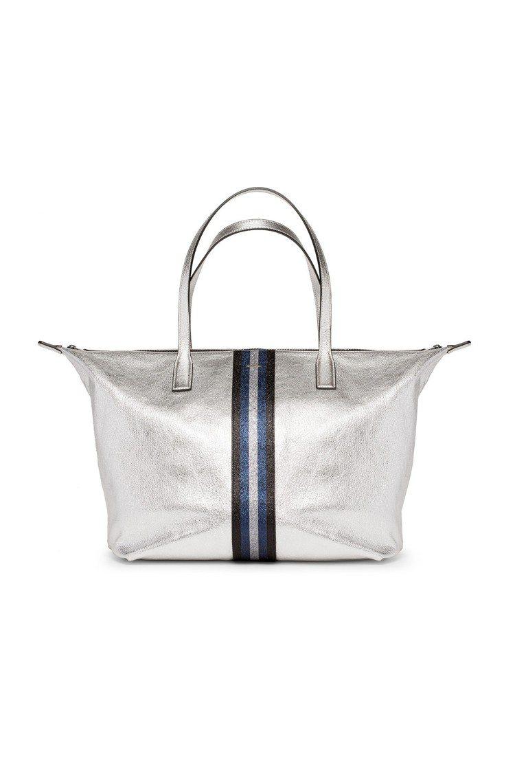金屬銀色皮革托特包,售價16,500元。圖/HOGAN提供