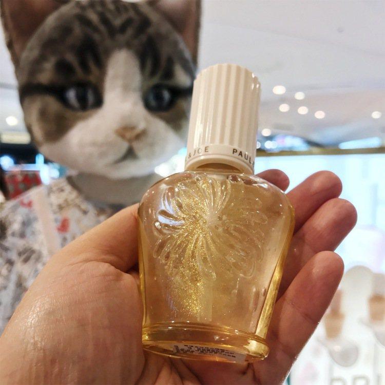 開幕限量香檳金珍珠光隔離乳1,200元。圖/記者江佩君攝影