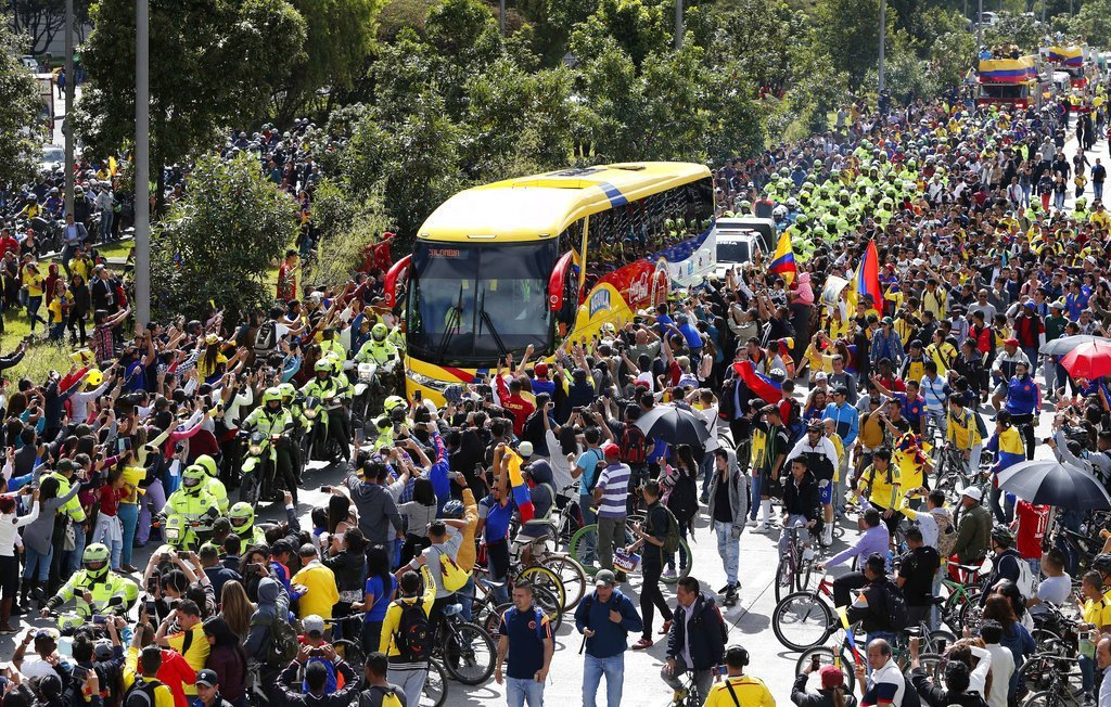 哥倫比亞球員在今天返國後仍受到國內球迷的英雄式歡迎。 美聯社