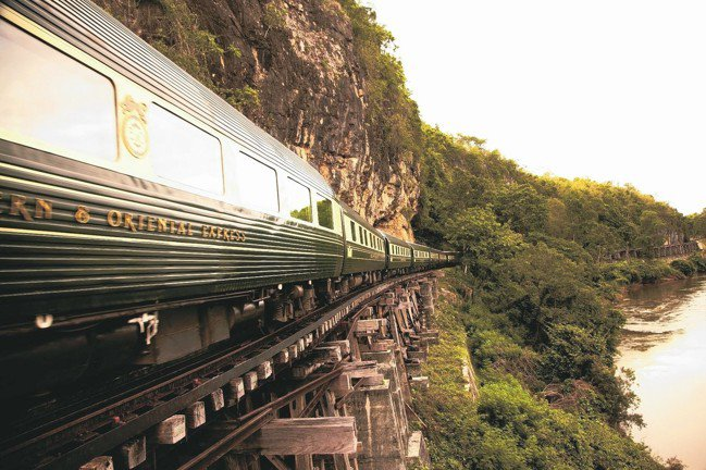 綠米雙色的車廂搭配金色的列車標誌,顯出其不凡的品味。 圖/MT、各業者提供