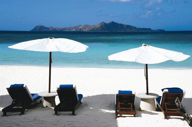 細白的沙灘,清澈見底的海洋,適合浪費生命,肆意耍廢。 圖/MT、各業者提供