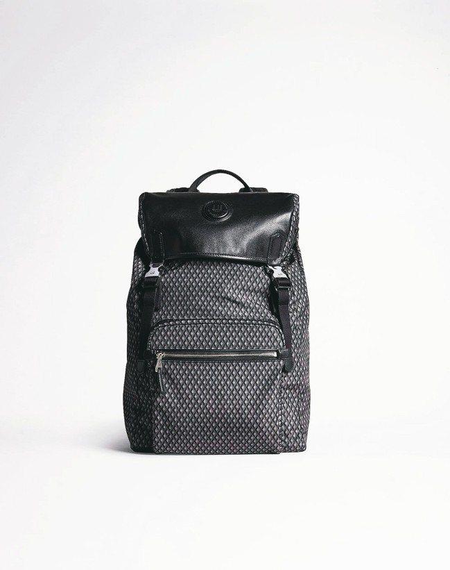 dunhill Guardsman皮革系列後背包,約30,800元。 圖/dun...