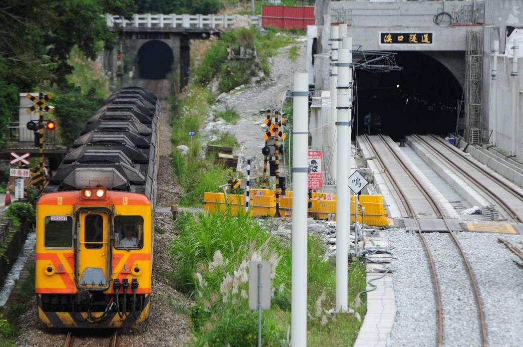 林榮新光站附近的溪口隧道,是眾多鐵道迷喜愛的攝影地點。 圖/民眾提供