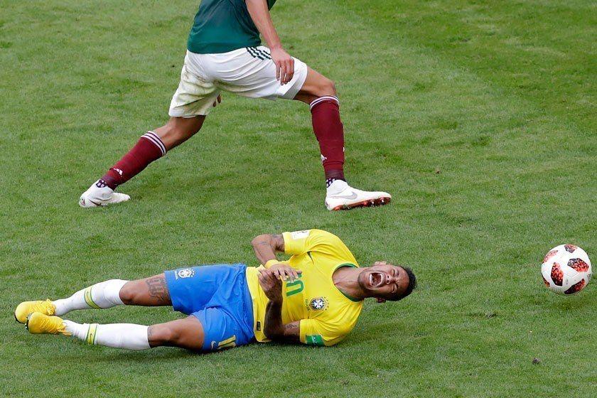 「內馬爾又假摔啦」已經超越「朗拿度又抽筋了」的境地!不過巴西的鐵血防守絕對可怕,...