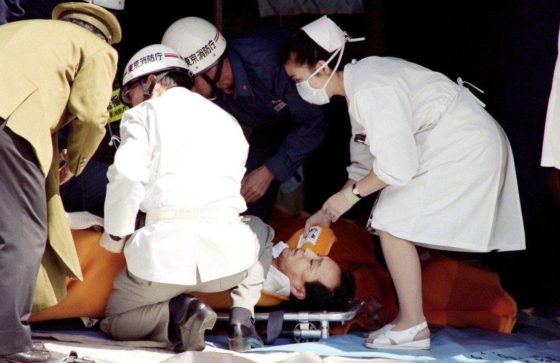 1995年東京地鐵沙林毒氣事件。 圖/法新社