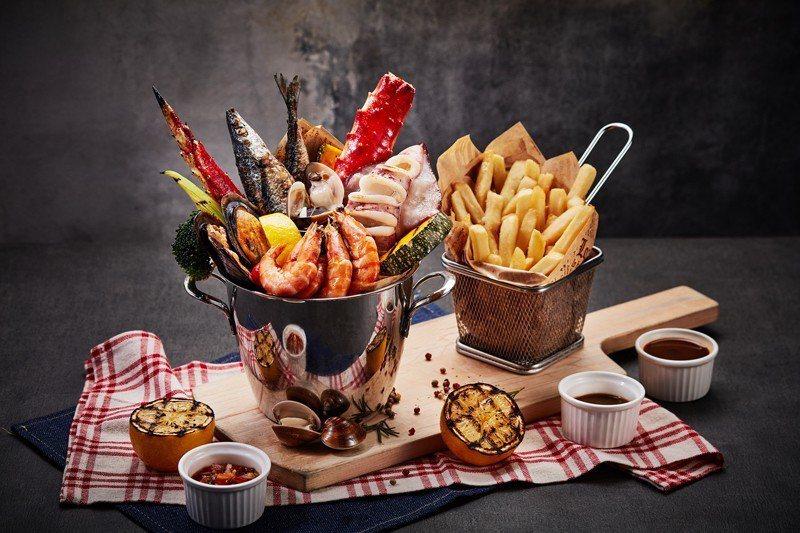 THE MEZZ牛排龍蝦館新菜上市「一桶海鮮」。 業者/提供