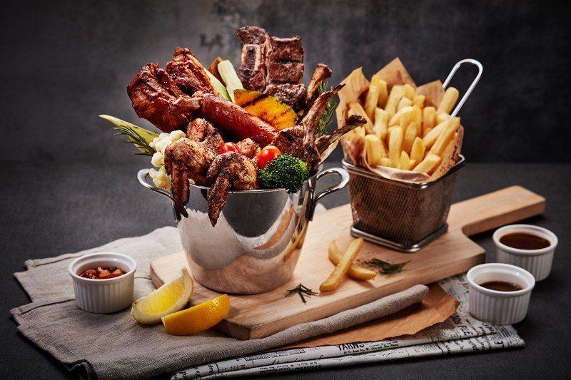 THE MEZZ牛排龍蝦館新菜上市「一桶骨」。 業者/提供
