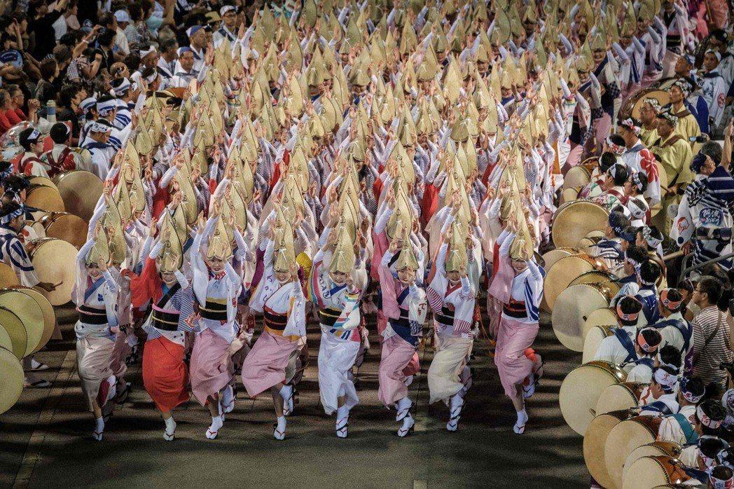 超過1,000人的祭典高潮「總舞」,現在也面臨可能取消的命運。 圖/歐新社