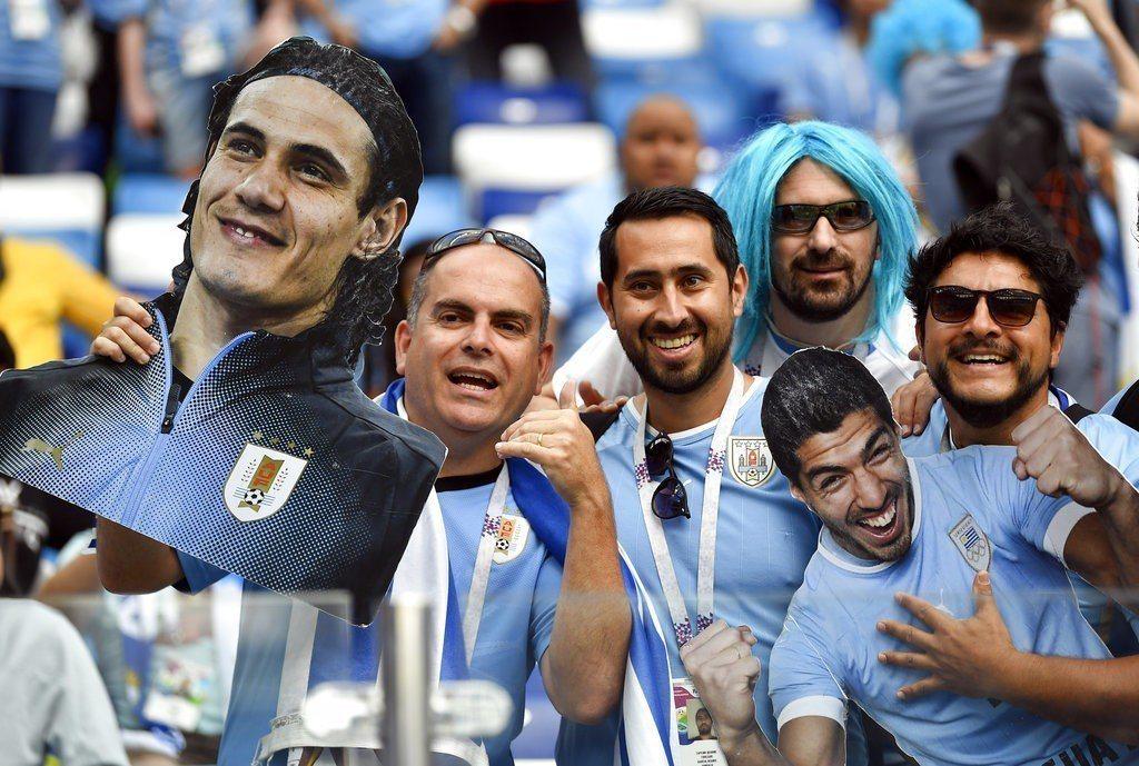 雖然烏拉圭球迷引頸期盼,主力前鋒卡巴尼8強戰仍確定缺陣。 美聯社