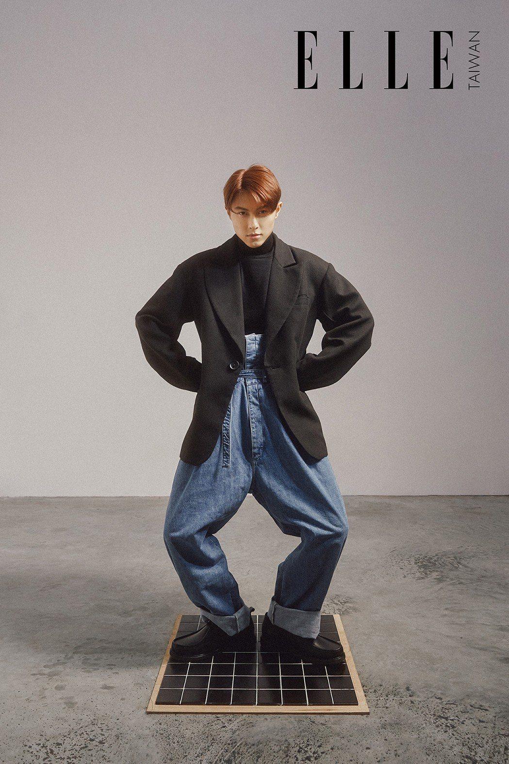 寬版西裝外套(Y-Z STUDIO);黑色高領上衣、黑色皮鞋(BOTH BY A...