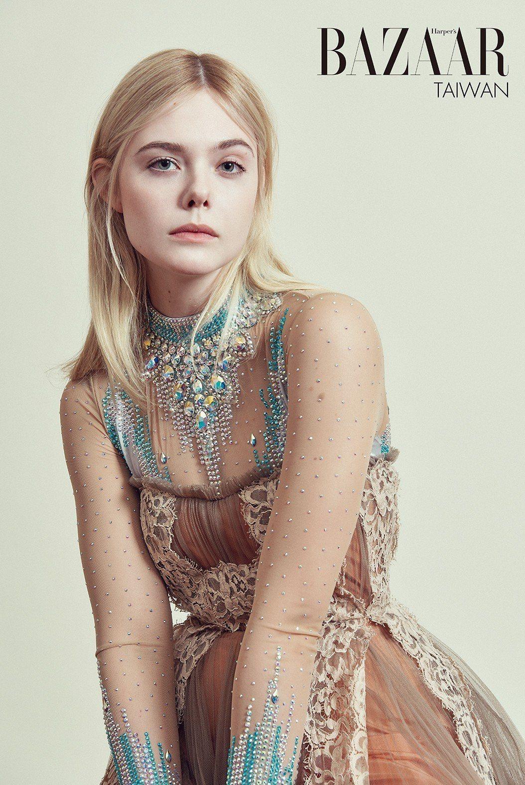 水晶鑲飾透明薄紗、蕾絲胸花絲綢薄紗裙,Gucci