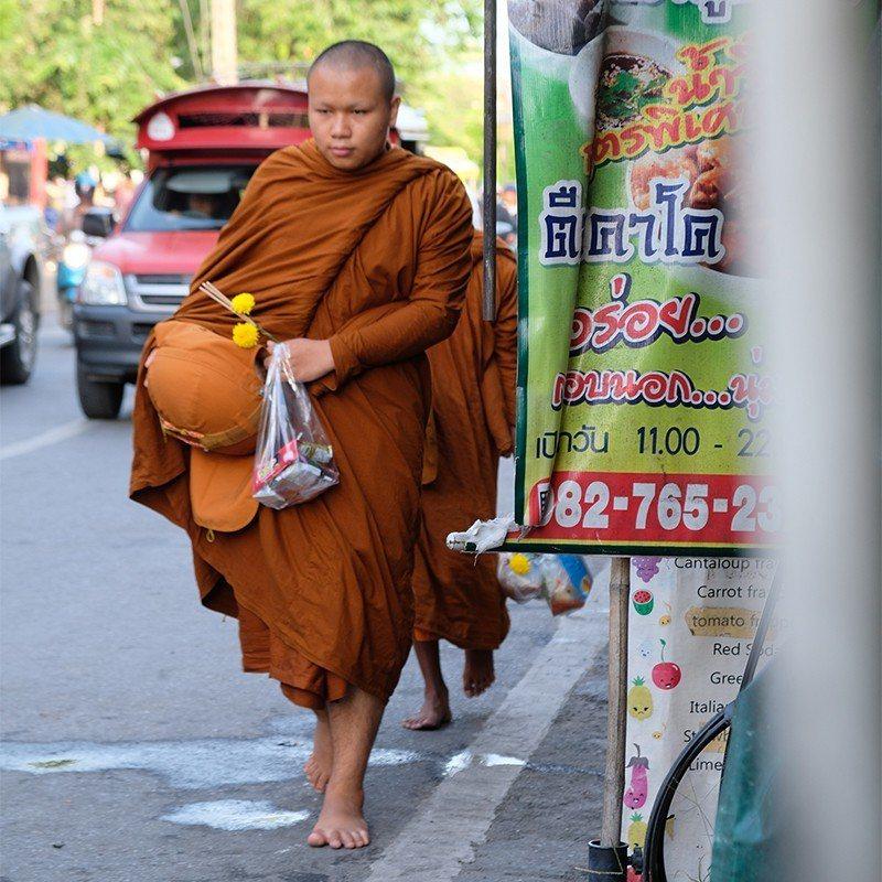 早晨5點到7點間,最能遇見眾多的僧侶。