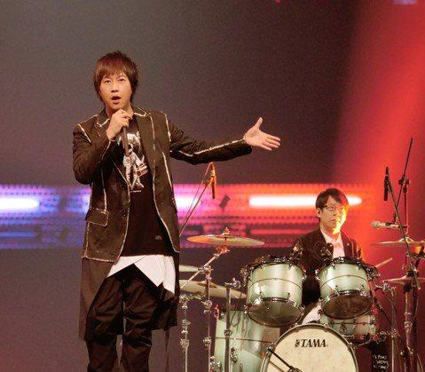 南韓音樂節目「M COUNTDOWN」海外特輯時隔5年再次來台,5日在台北小巨蛋開唱,卡司包括Wanna One、PENTAGON、宣美等10組歌手,並由SHINee成員Key擔任主持人,台灣嘉賓邀...