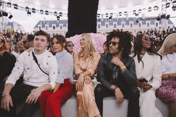 貝嫂與兒子布魯克林一起出席Dior Homme於巴黎2019春夏男裝秀。圖/DI...