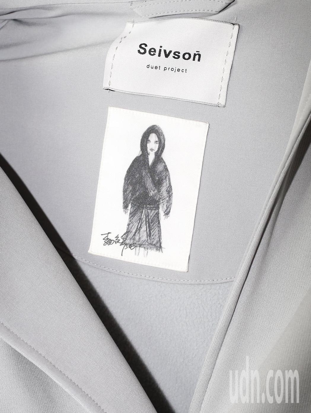 李毓芬為好友宋米秦的服裝品牌代言,她的聯名品牌服裝還有自己手繪的服標。記者許正宏...