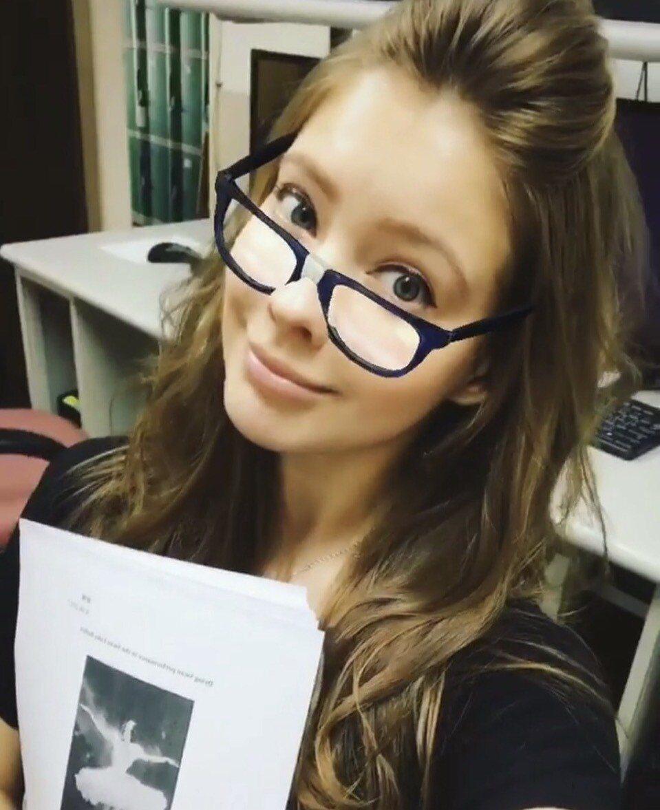 安妮目前在文化大學念戲劇碩士3年級,這是她在大仁館教室裡的自拍。圖/安妮提供