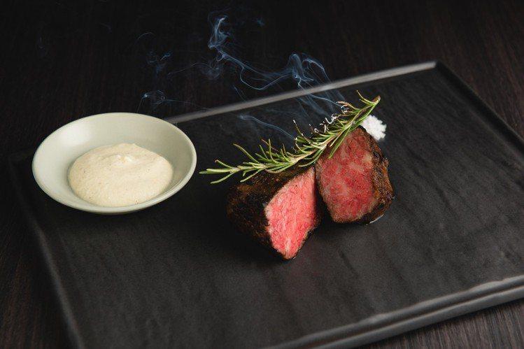 原木燒烤主菜「澳洲和牛牛小排」1,680元。圖/WILDWOOD提供