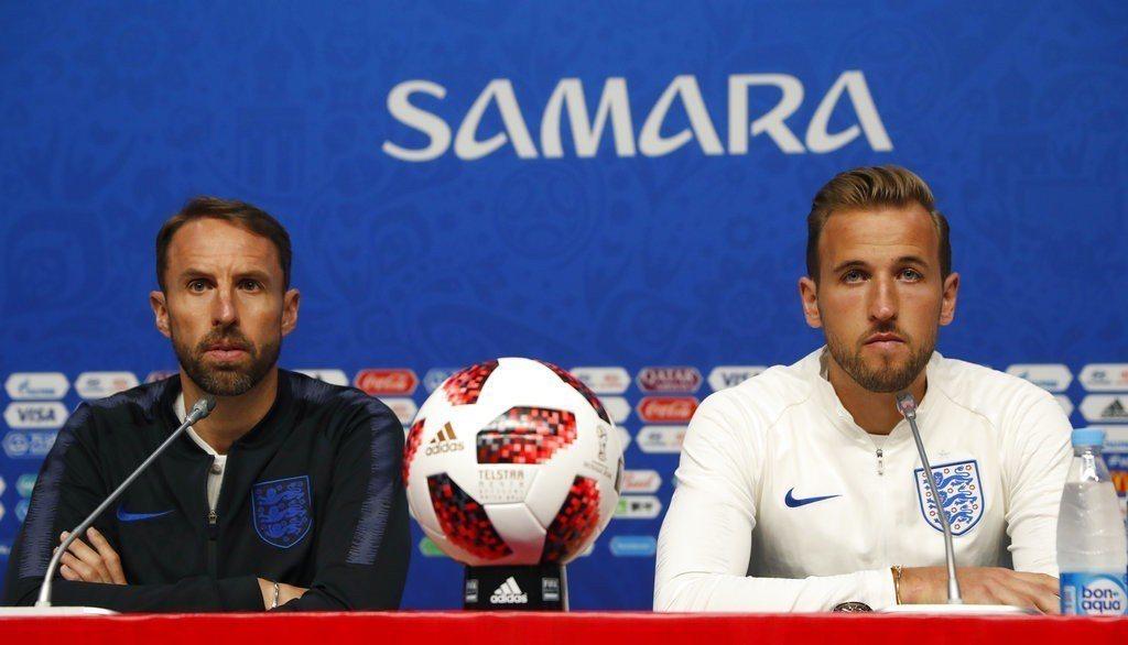 英格蘭與瑞典8強決戰,教頭邵斯蓋特(左)與凱恩(右)賽前記者會受訪。 美...