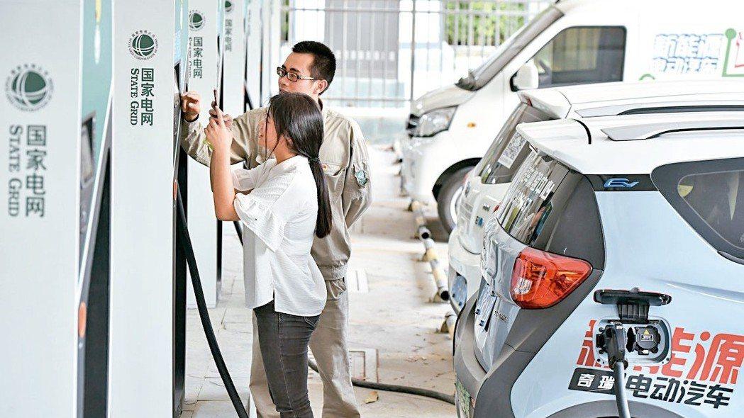 大陸官方2019年對電動汽車的補貼可能比今年降低逾三成。 新華社
