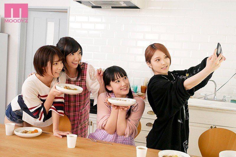 與三位女優玩人體盛的原紗倉。 圖片來源/ dmm