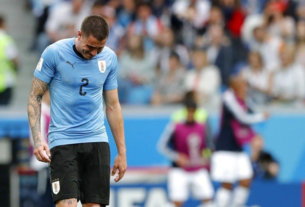 眼見輸球態勢底定,烏拉圭球員在比賽快結束時眼淚已經潰堤。 美聯社