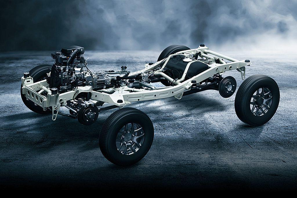 全新設計的梯形底盤結構,在車架之間加入的「X」補強結構,使車體強度比舊款提升1.5倍,同時連結車身之間的減震橡膠也採全新設計。 圖/Suzuki提供