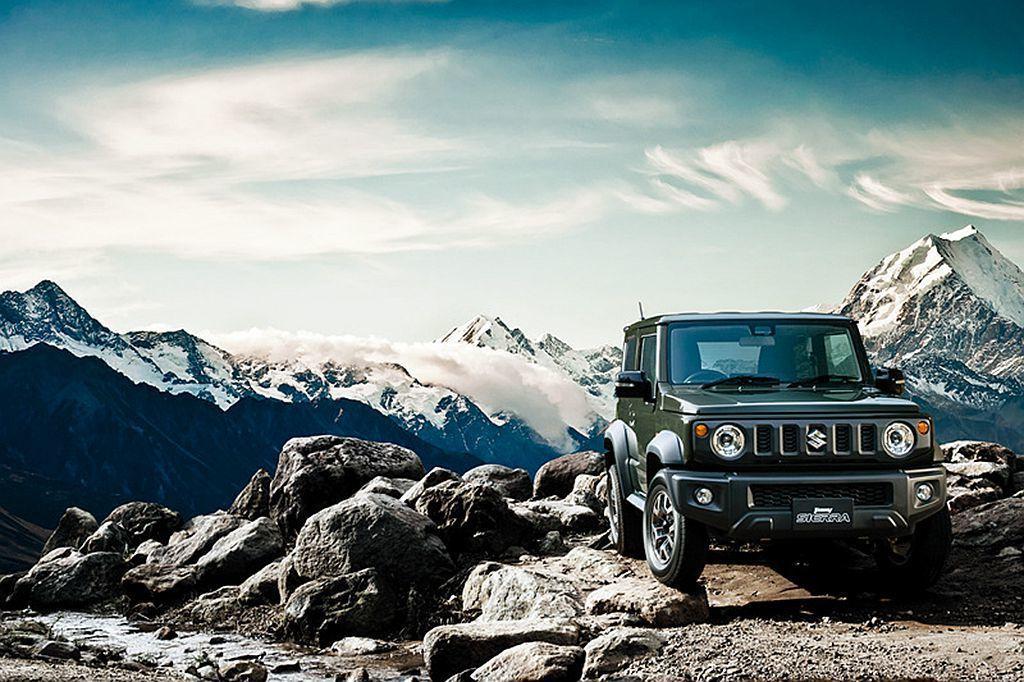日本當地開出Jimny車型145.8萬日幣(約40.3萬元台幣)、Jimny Sierra車型176.04萬日幣(約48.7萬元台幣)起的建議售價。 圖/Suzuki提供