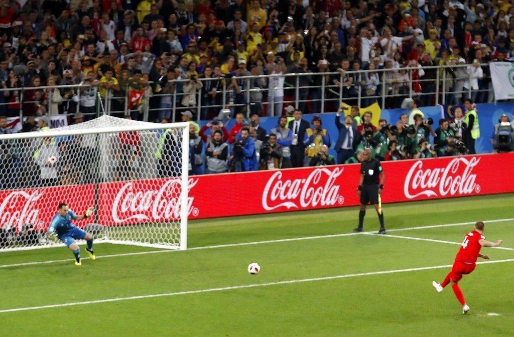 英格蘭雖4戰進10球看似火力不差,但其實大多靠點球與自由球破門,運動戰進球效率有...