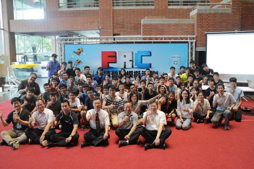 成功大學與南科攜手舉辦為期六天的「FRC機器人訓練營暨模擬賽」活動,全台共計15...