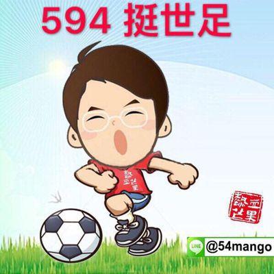 台中市議員謝志忠最近也由助理設計Q版肖像,身穿印有「熱血芒果」的上衣,在草地上踢...