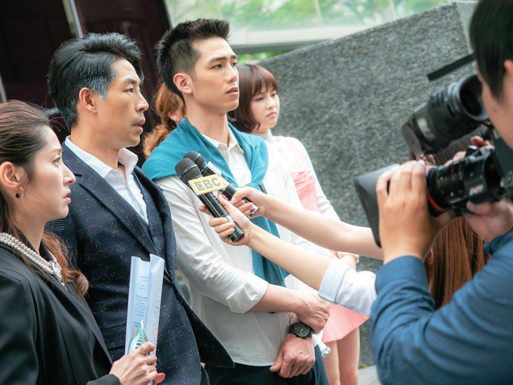 田中千繪(左起)、藍鈞天、利晴天拍攝抗議場面說明會畫面。圖/東森提供