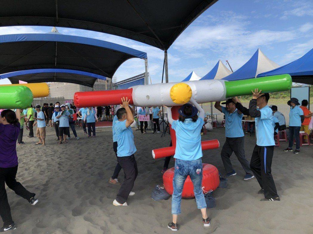 2018音浪頭城-海洋文化節今、明兩天在烏石港沙灘舉行,打造鰹魚舞台,迎接男神女