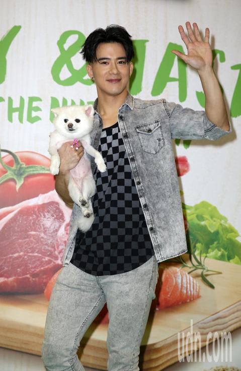 JR紀言愷到台北寵物用品展擔任一日店長。