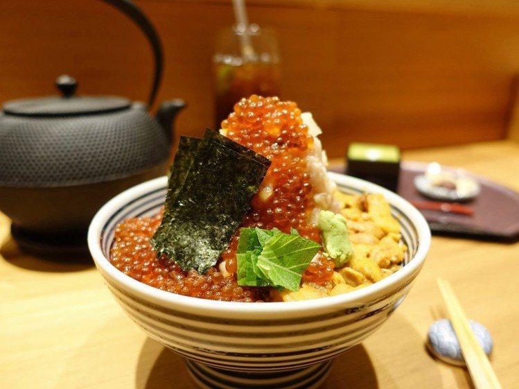 つじ半「特上」海鮮丼,售價990元。圖/記者張芳瑜攝影