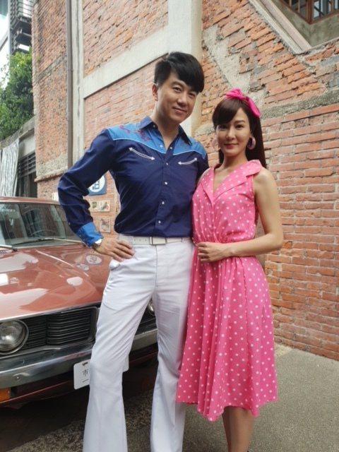 吳皓昇(左)、邱琦雯拍攝新戲「大時代」有不少親密接觸。圖/民視提供