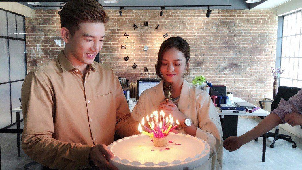 葉星辰在劇組過生日,張立昂送上杯子蛋糕獻上祝福。圖/三立提供