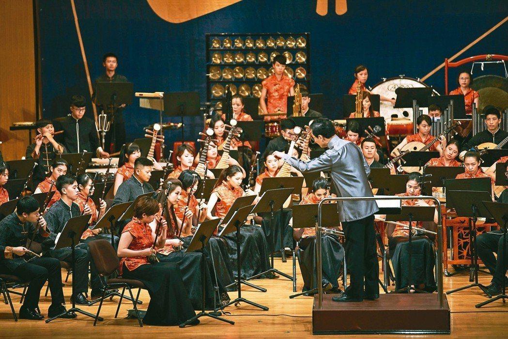 第8屆竹塹國樂節昨天登場,開幕式由新竹青年國樂團等演出。 記者郭宣彣/攝影