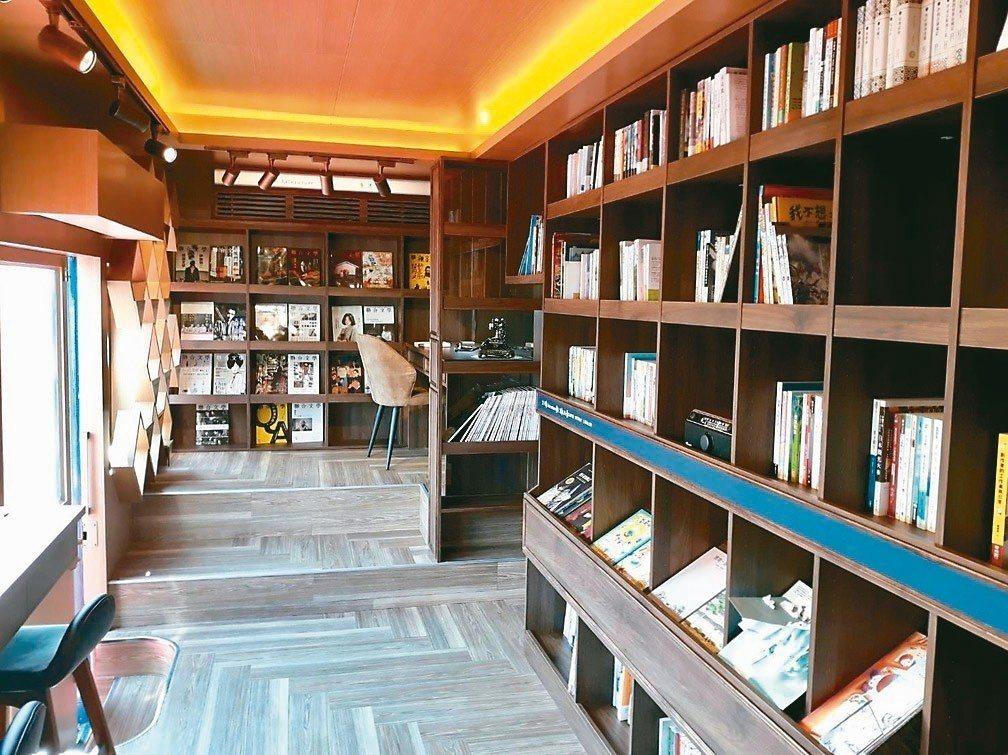 隨車約有1200本書,書籍多以生活、文學為主。 圖/台北市立圖書館提供