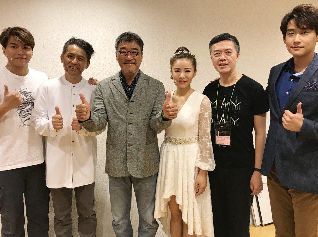 李宗盛(左三)大讚蕭景鴻(左起)、王柏森、丁噹、陳樂融、陳乃榮的「搭錯車」很棒。