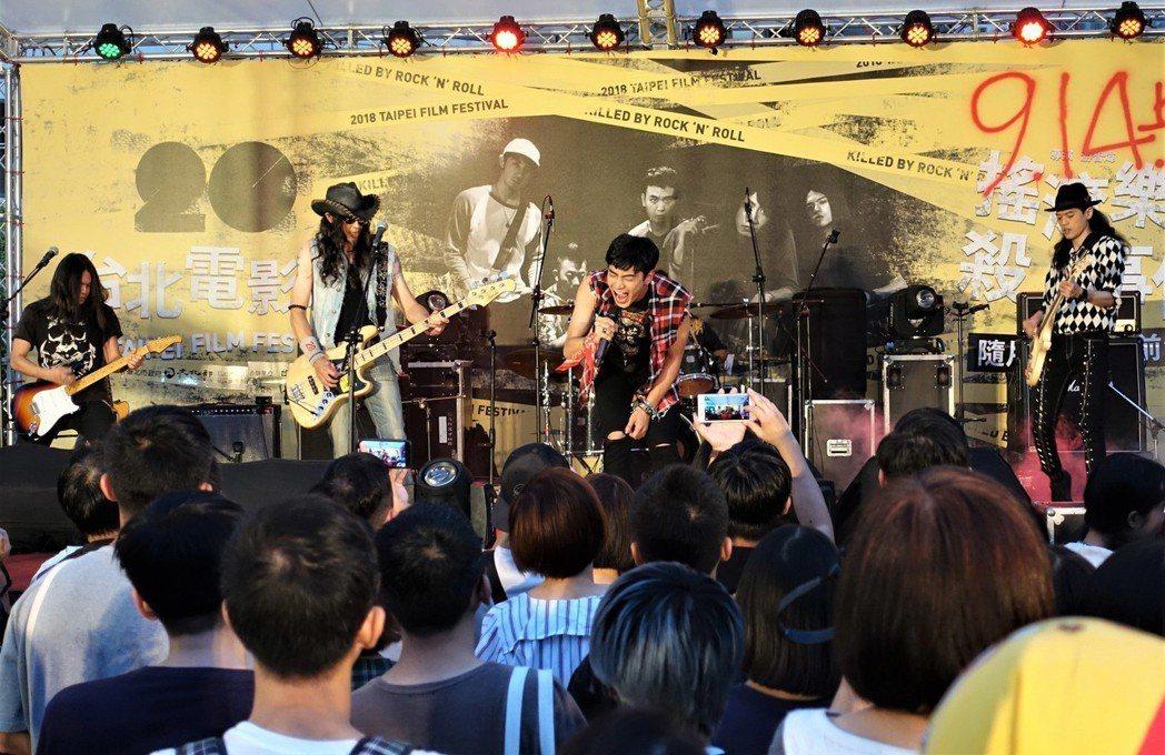 以樂團故事為背景的國片「搖滾樂殺人事件」,集結眾多台灣搖滾樂人演出,8日晚間在台