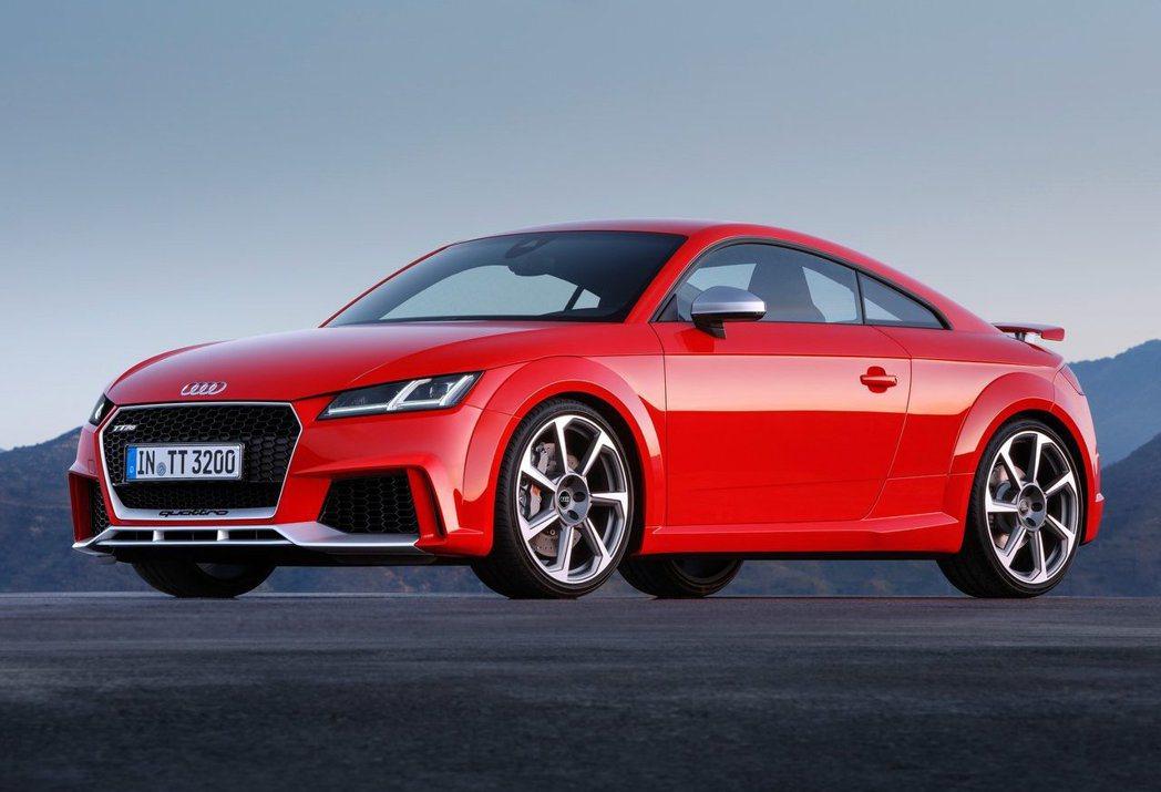 現行TT RS因為驗車法規問題,遲遲進不來國內。 摘自Audi