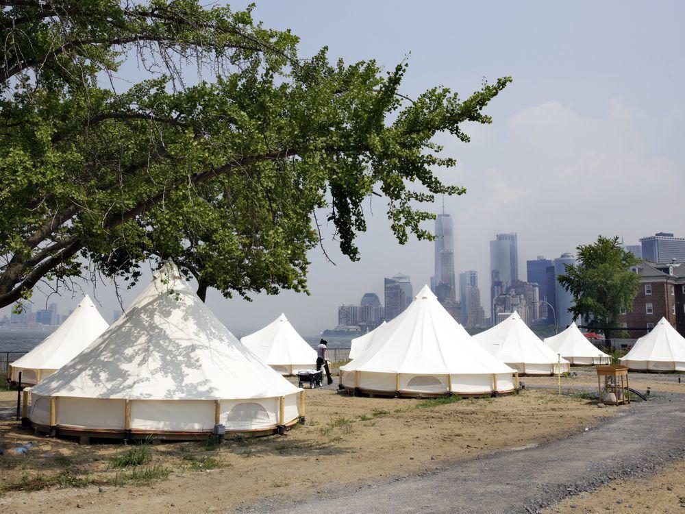 紐約市總督島上的營地。美聯社