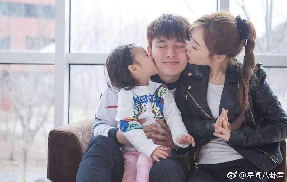李小璐(右)被爆偷吃,賈乃亮結婚週年沒發文。圖/摘自微博