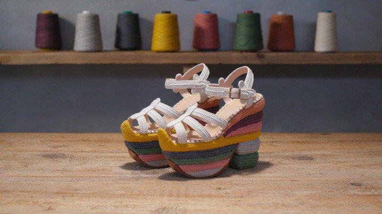 Rainbow Future涼鞋。圖/Ferragamo提供