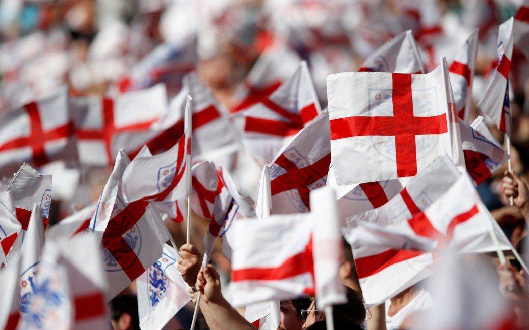 世界盃期間,英格蘭的聖喬治十字旗旗海飄揚。路透