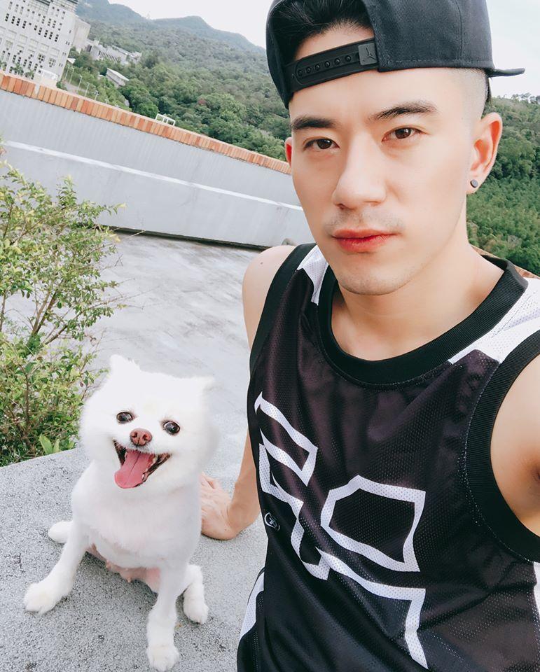 JR預告將演唱「紫禁之巔」片尾曲「背影」。圖/摘自臉書