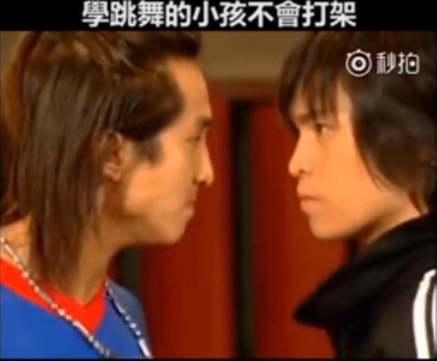 王少偉與GINO在劇中尬舞。圖/截圖自「鄉民的三國志」臉書
