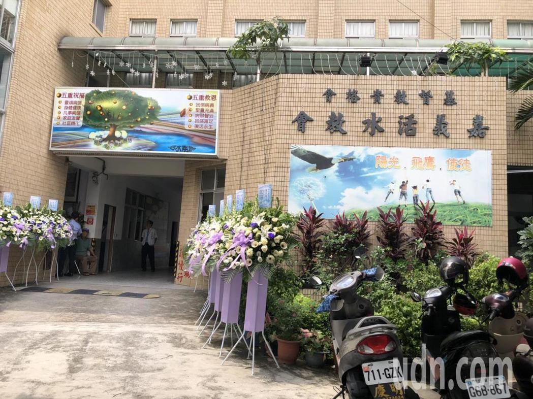 享譽社會學領域的南華大學副教授鄒川雄,抗癌年餘,上月底辭世,享年56歲,親友今天...