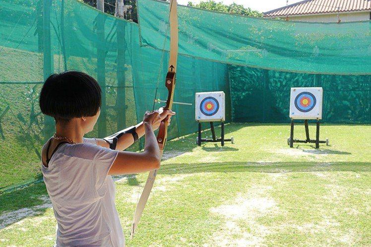 Club Med石垣島度假村內可參加射箭活動。記者沈佩臻/攝影