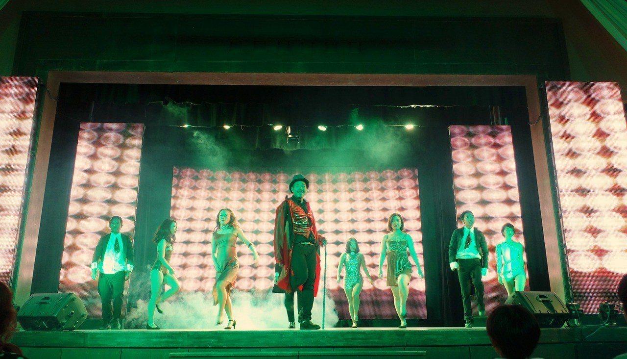 Club Med石垣島度假村晚間舞台表演。記者沈佩臻/攝影